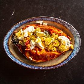 Zoete Aardappel gevuld met olijf, tzatziki en feta